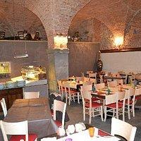 Nel cuore dello storico quartiere livornese l'interno della Pizzeria della Venezia