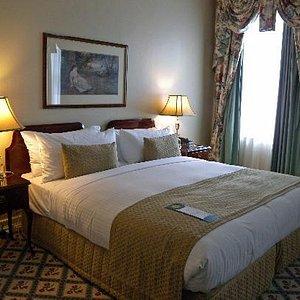 Hotel Windsor room1