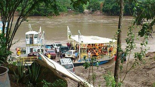 Balsa Cautiva utilizada para cruzar el Rio Huallaga