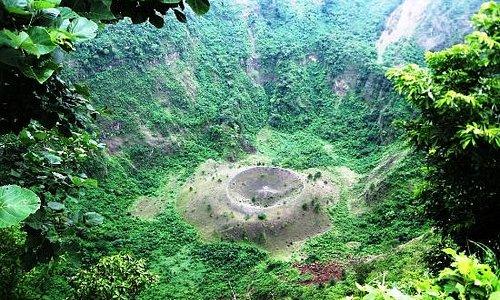 """""""el Boqueron"""" es el crater inactivo del volcan"""