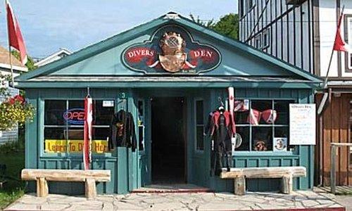 Divers Den Store Front