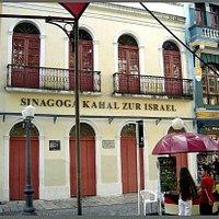 portada de la sinagoga Kahal Zur Israel