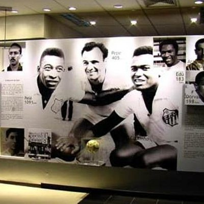 Painel de fotos antigas na parte interna do Memorial.