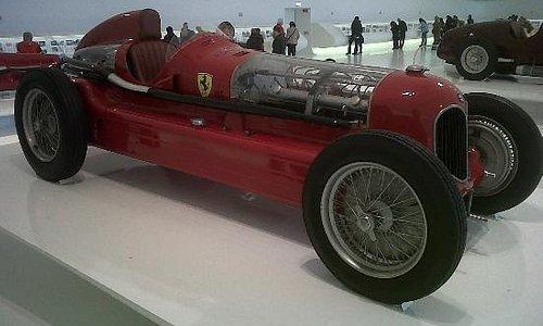 Una vecchia Ferrari da corsa
