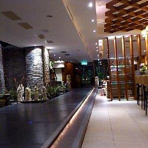 アジアンリゾートをイメージした店内は広くて綺麗