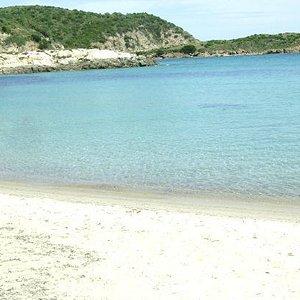 Spiaggia nei pressi della Torre di Chia