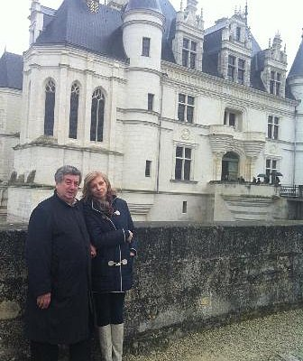 Family travelling to Loir Castles