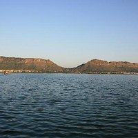 It is the beautiful lake Anasagar in Ajmer