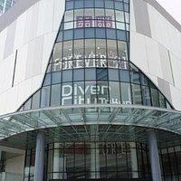 東京テレポート駅からアクセスした時に見たダイバーシティ東京 プラザ