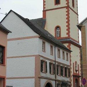 church, left handside Quereinhaus