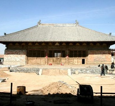 The main hall of Lingyan Temple