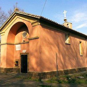 L'esterno del piccolo santuario
