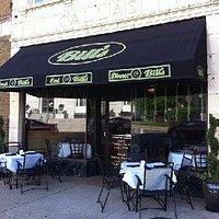 Outdoor dining at Bill's