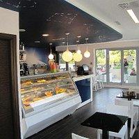 Salad & pastry corner