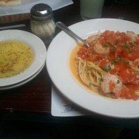 Lingune with fresh tomatoes & Jumbo shrimp