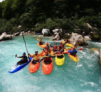 Whitewater kayak courses and trips for beginners adn more experianced kayakers