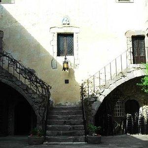 scalinata dal cortile interno