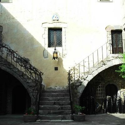 scalinata dal cortile interno