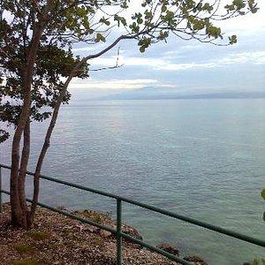 overlooking the entire ocean...