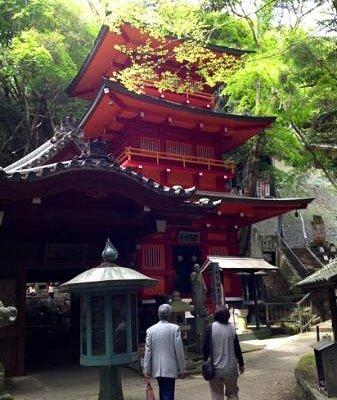 岩屋寺 奥之院 朱塗りの三重塔が山深い場所に立っています。かの、空海も修行に来た場所です。