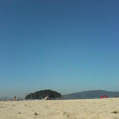 Areia branca e céu azul!