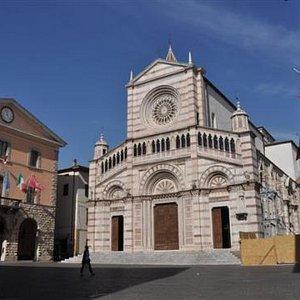 ...Rathaus mit Dom....