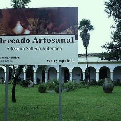 Entrada al  Mercado  Artesanal Tradicional  Salta
