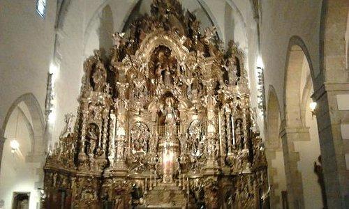 l'abside ricchissimo e illuminato