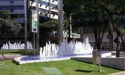 Praça da Savassi - vista da Avenida Getúlio Vargas