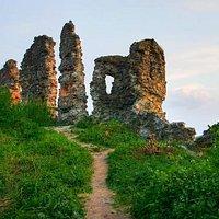 Khust Castle: ruins at sunset