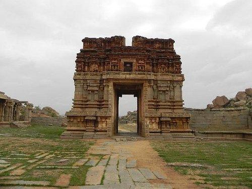Main gate of Achyutaraya Temple