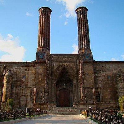Dubbel minaret medrese (koranschool)