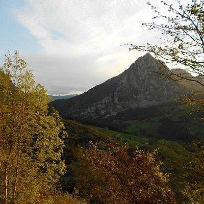 vista del Pico San Vicente desde las inmediaciones de la cueva