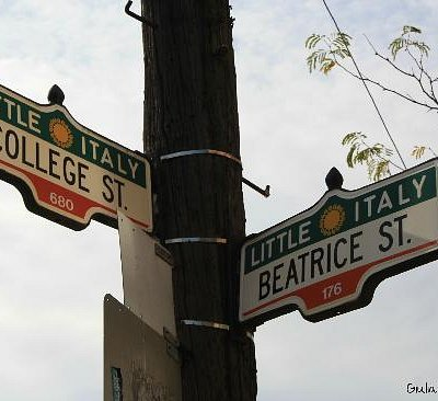 College Street sign - Photos by Giulia Furlanis, all rights reserved.