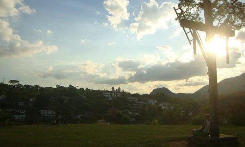 Vista do centro de Tiradentes desde o gramado da igreja de São Francisco de Paula