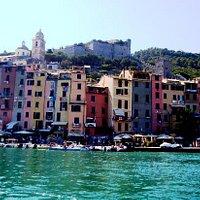 Il castello visto in tutta la sua bellezza dal mare