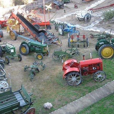 Patio de exhibicion maquinas varias
