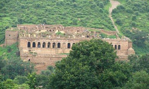 Bhangarh Palace Ruins
