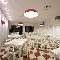 ristorante completamente ristrutturato, moderno e accogliente...