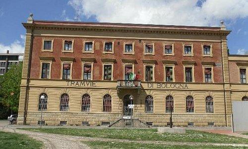 l'edificio storico delle tranvie di bologna