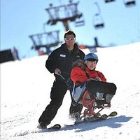 Adaptive ski lesson/lekcja narciarska dla niepełnosprawnej osoby