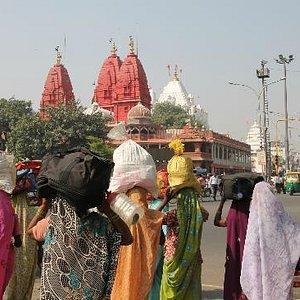 Templo Jainista Digambar frente Lal Quila