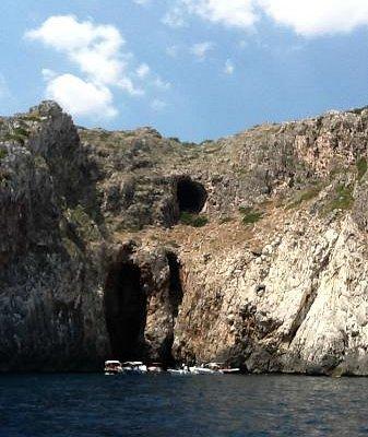 Questa è una delle tante grotte della meravigliosa costa del tacco d'Italia