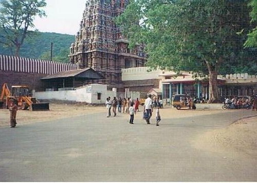 a view of alagarkoil temple from the road leading to it