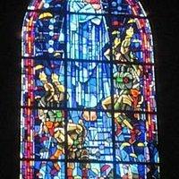 Vitral no interior da Igreja de St Mere Eglise