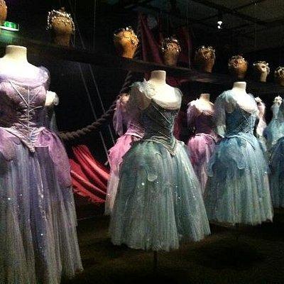 expo costumes Ch Lacroix pour le ballet La Source .Opéra de Paris