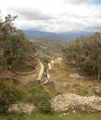 Vista de la entrada número 2 a Kuelap
