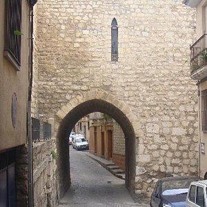 Arco de San Lorenzo, vista desde Calle Almendros Aguilar.
