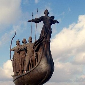 Monument of Kyiv Founders