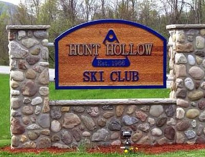 Hunt Hollow entry sign